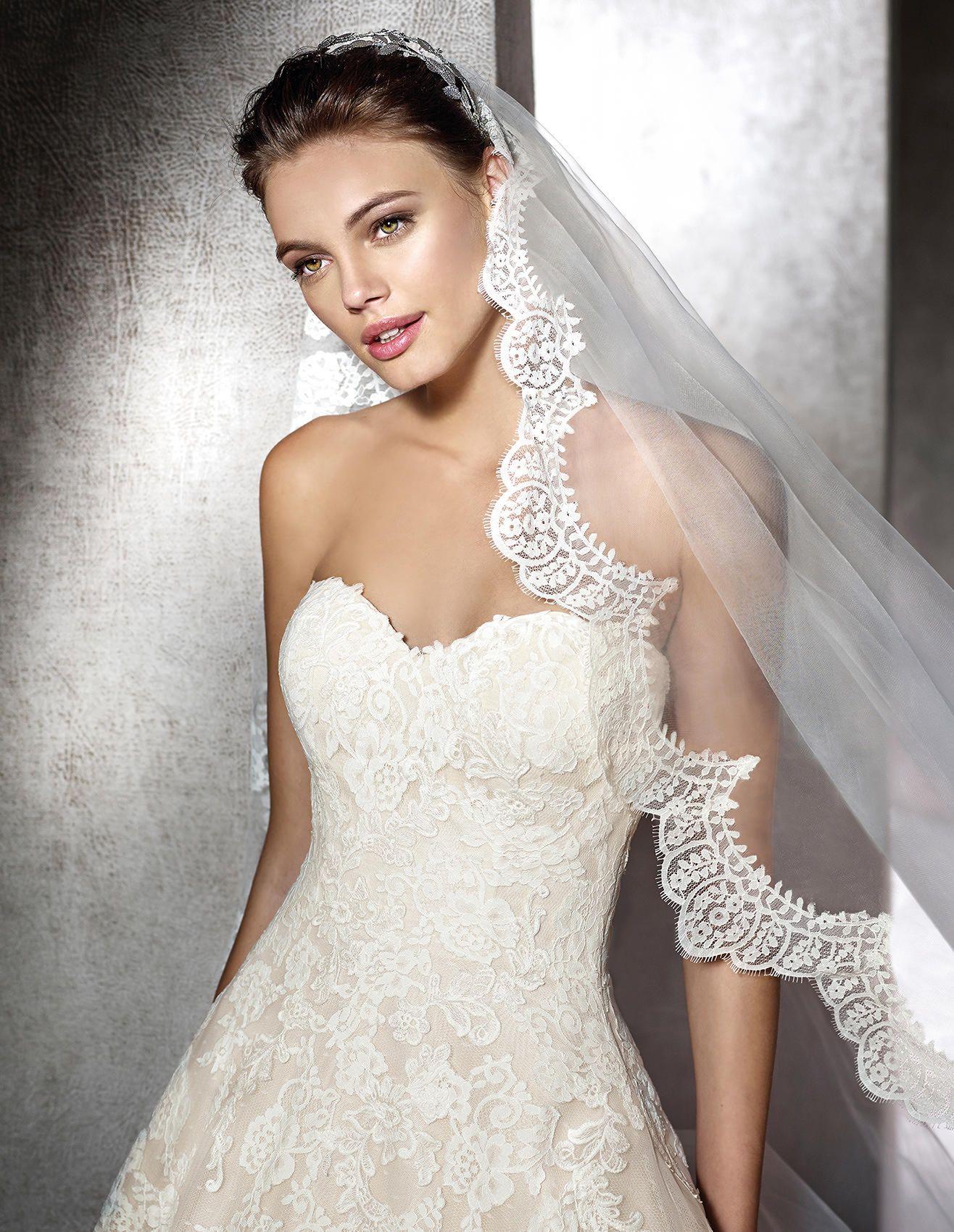 ZURANA - Princess wedding dress, in lace | St. Patrick