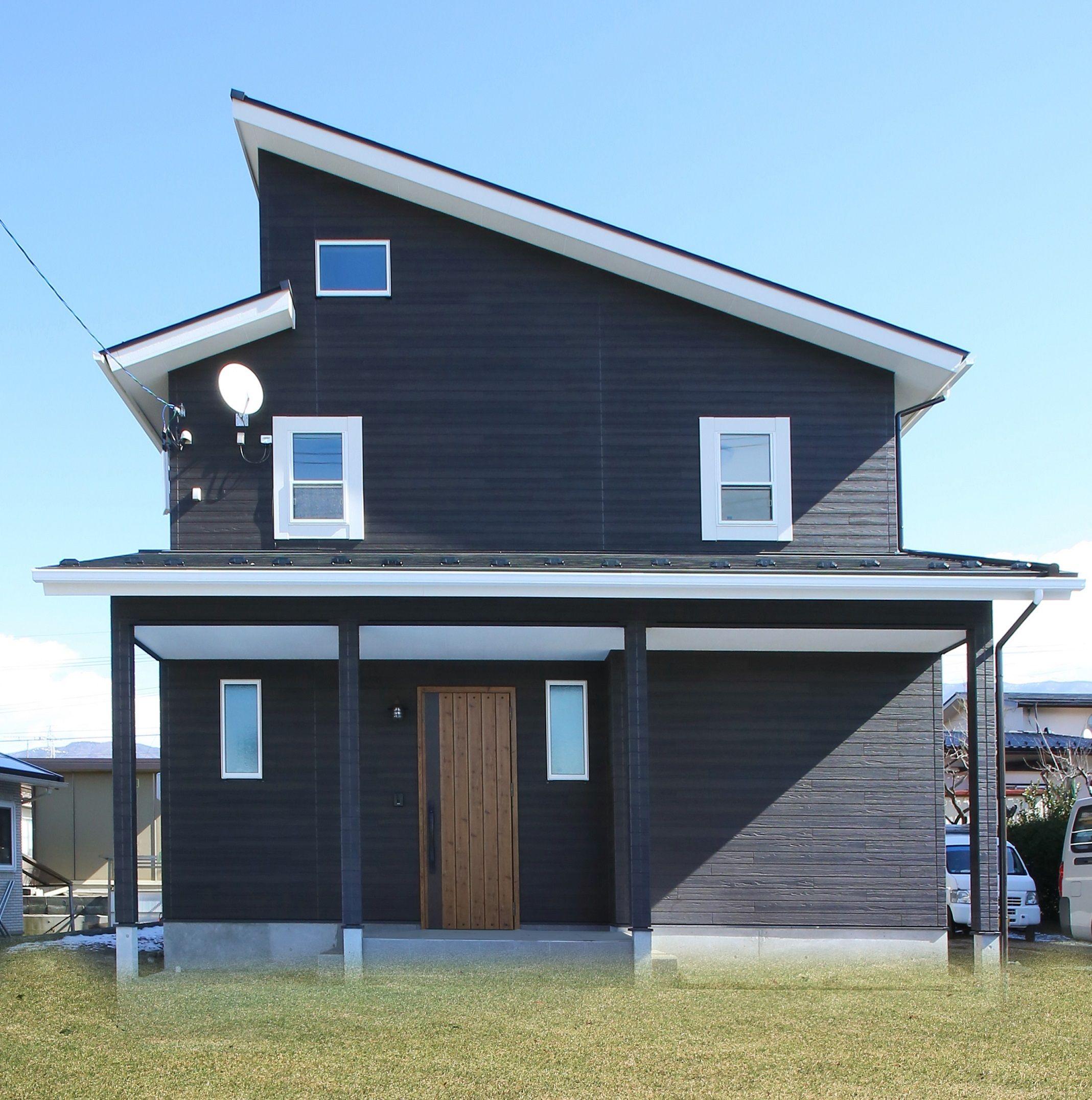 黒 白のコントラストがおしゃれなお家 建築実例 外観 段違い屋根