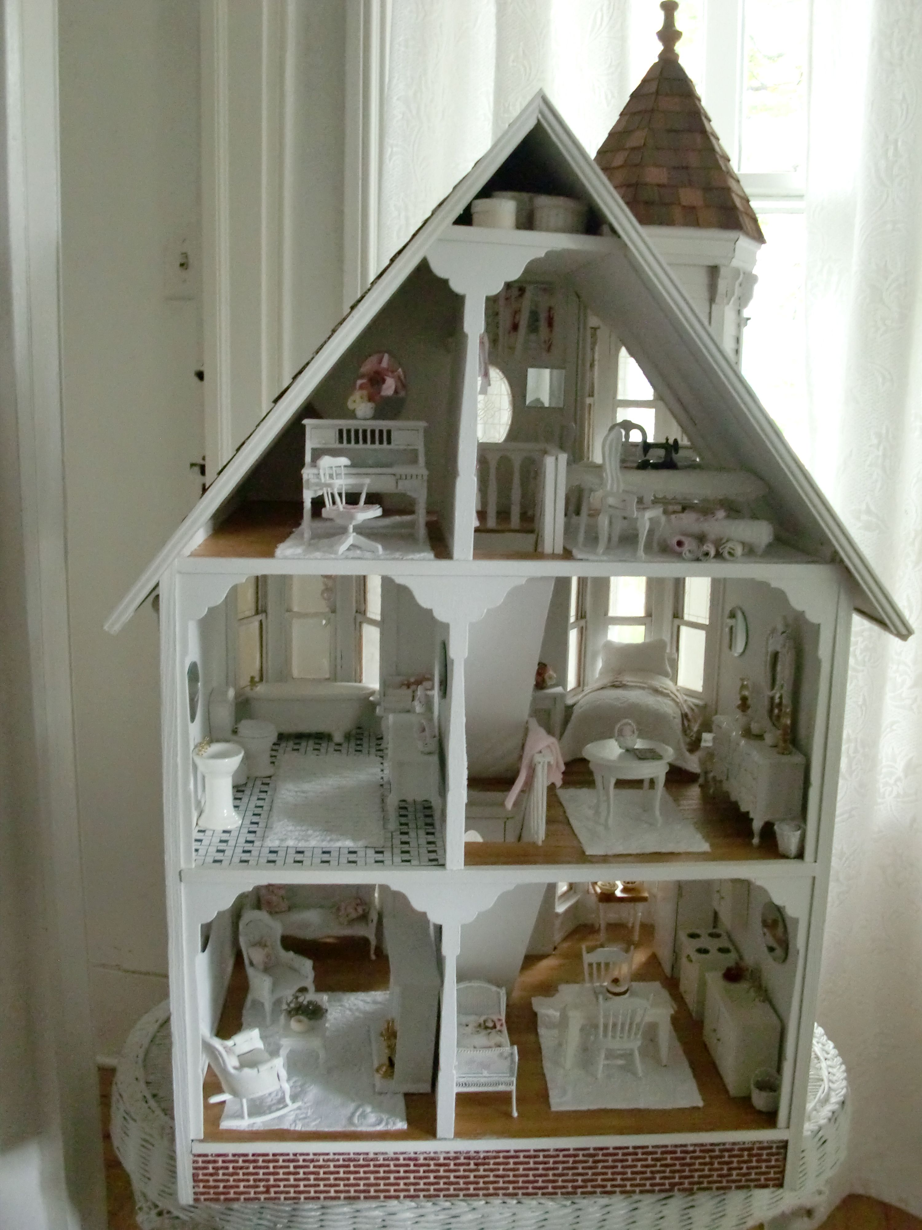 shabby chic dollhouse 2 this is just like my dollhouse but nicer f r mich. Black Bedroom Furniture Sets. Home Design Ideas