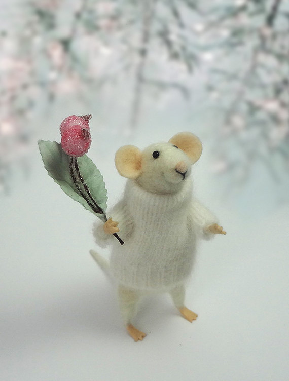 Needle Felted Animal , Mouse with a bouquet , Decoration , Art Doll , Waldorf animal , Eco-friendly #needlefeltedanimals