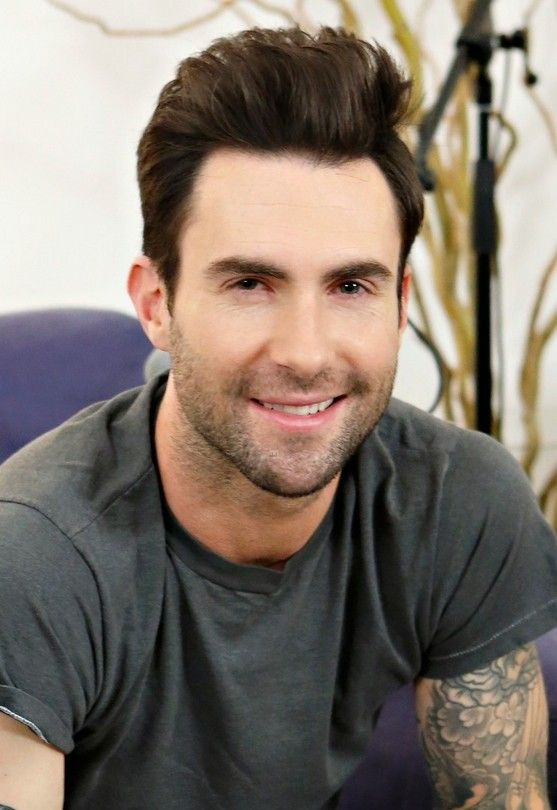 Cool Short Haircut For Men From Adam Levine Hairstyles Weekly Adam Levine Mens Hairstyles Cool Hairstyles