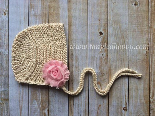 A knit-look crochet bonnet pattern for the modern baby that is vintage at heart. Ribbed Baby Bonnet pattern for 0-3 month old babies Pattern is designed by Tangled Happy http://theyarnbox.com/ribbed-baby-bonnet-0-3-months/