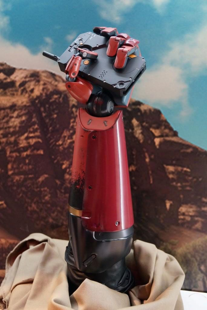MGSV goodies at TGS 2014: prosthetic arm replica, sneaking suit Snake figure and more | Metal Gear Informer