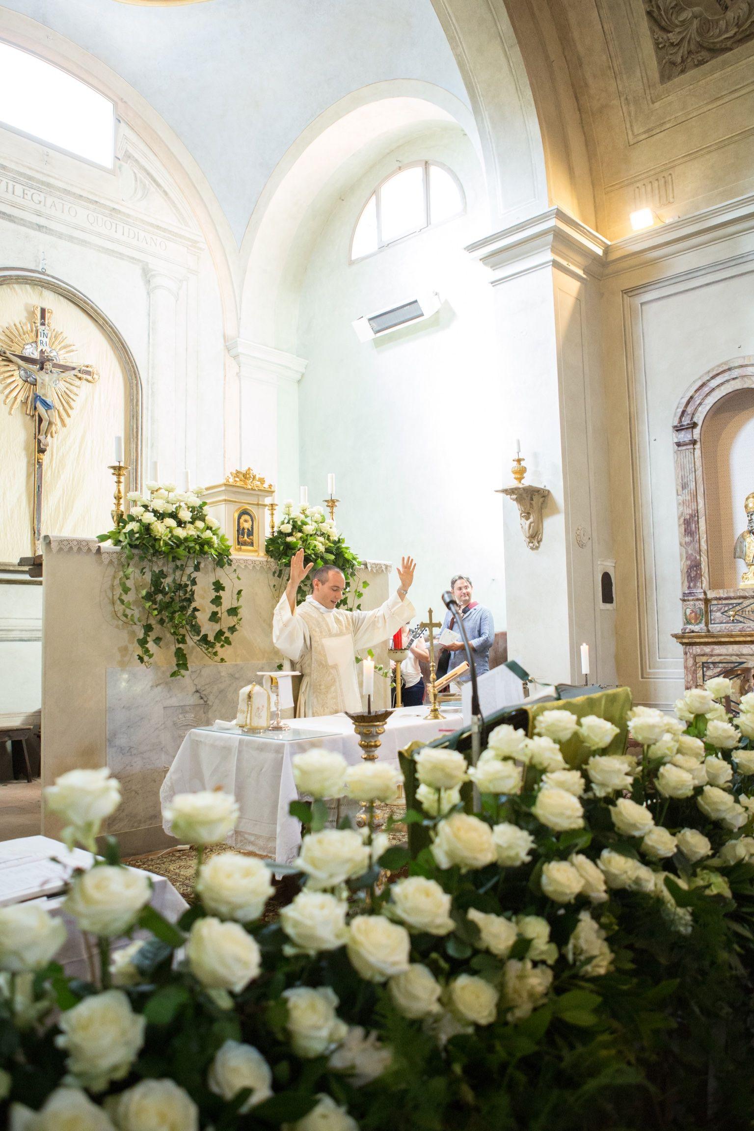 Luxury Church Decoration In Florence Wedding Cerimonia Luxury Con Rose Bianche E Edera Ivy Decorazioni Per La Chiesa Matrimonio Rosa Matrimonio