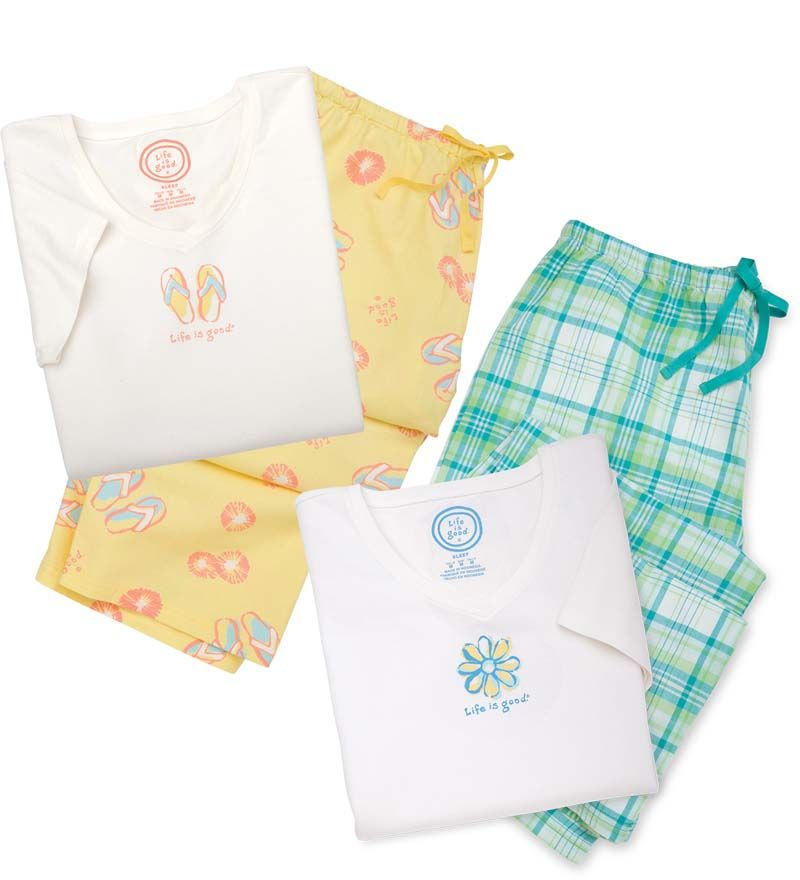 Amazing Christmas Gifts For Her: Life Is Good® Women's Daisy Sleep Tee And Plaid Pajama