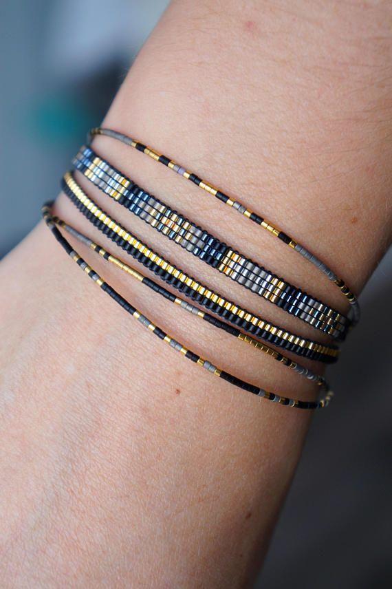 Set mit 5 zarten, handgefertigten Armbändern Alle Armbänder werden von Hand gefertigt …   – Damas