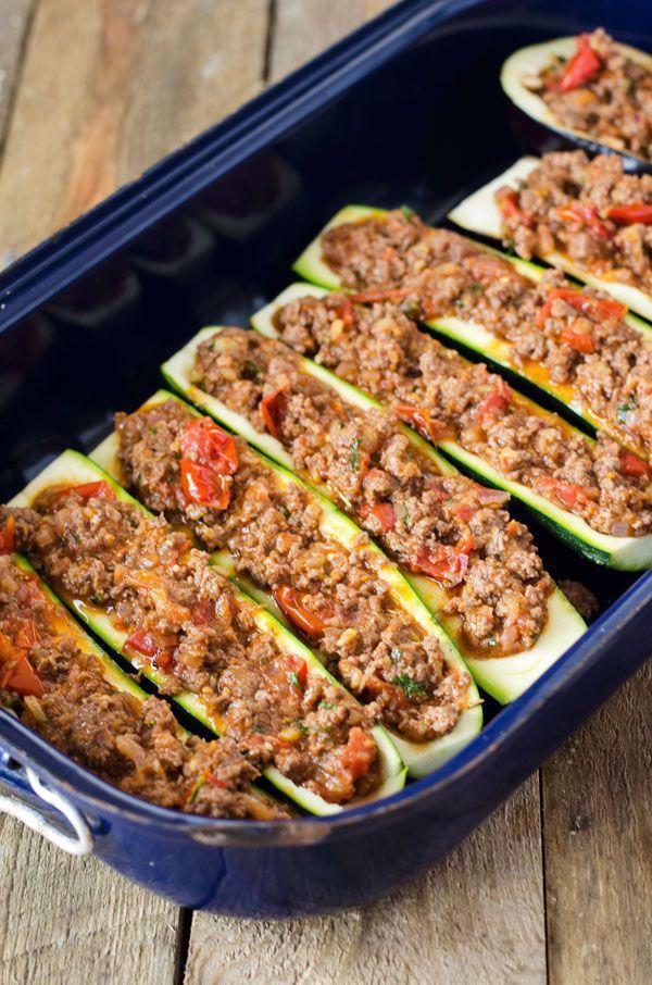 Zucchiniboote Mit Hack Aus Dem Ofen Low Carb Und High Protein Nur 285 Kalorien Je Portion 2020 Backen Martini