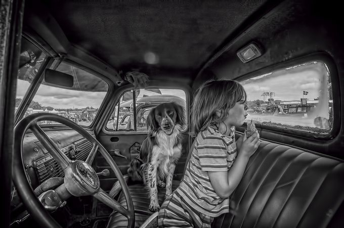 Wating for crumbs by johnlockie - Children and Animals Photo Contest