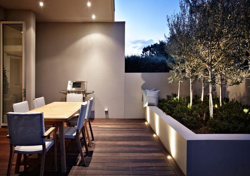 Terrasse Aus Holz Mit Bodenleuchten Ausrüsten
