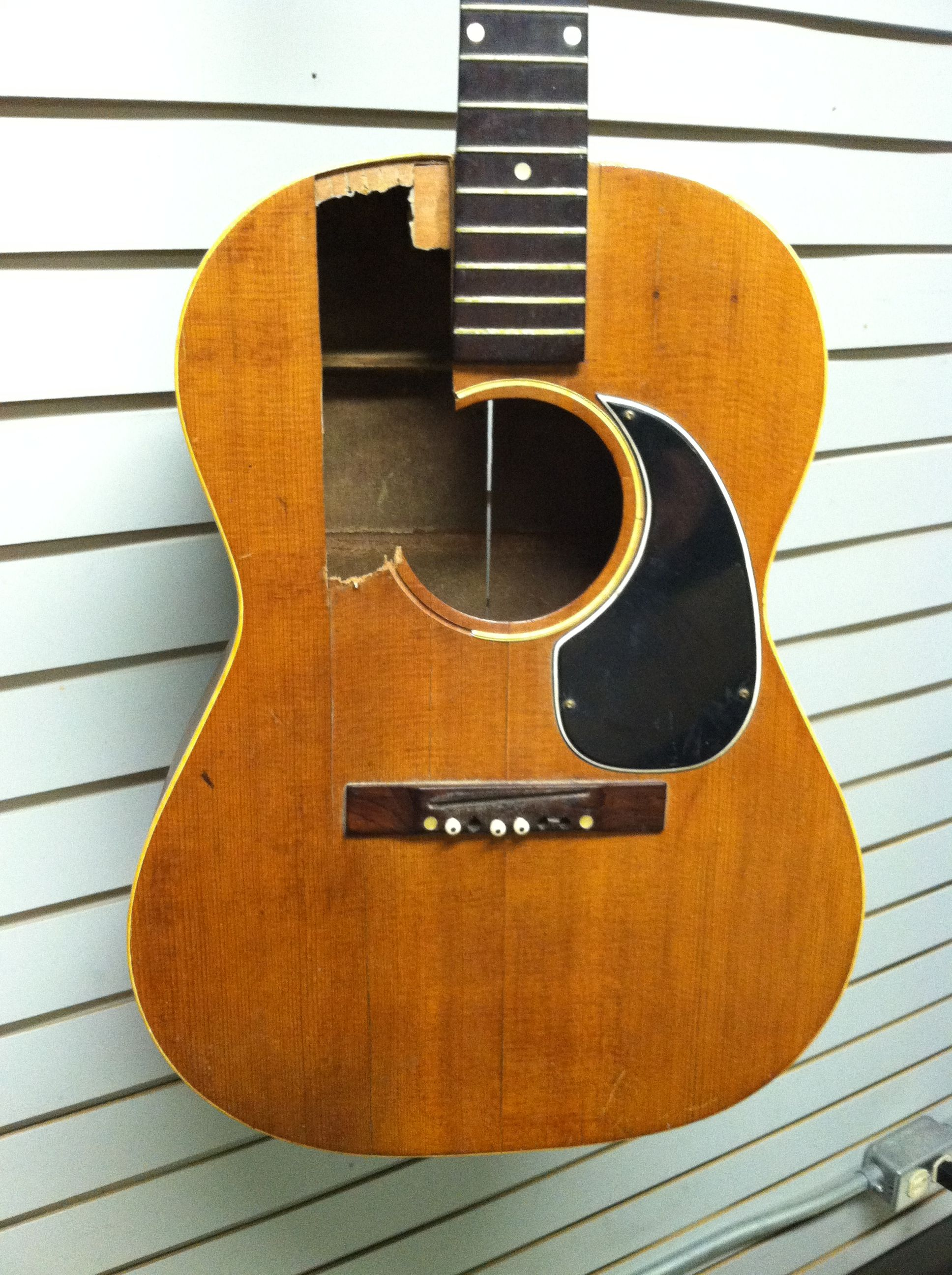 vintage 1960 39 s gibson l1 with a modified soundhole the white line in the middle of the. Black Bedroom Furniture Sets. Home Design Ideas