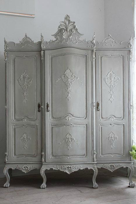 This Ivy House. Such a splendid piece of furniture. Would love to own this. TG