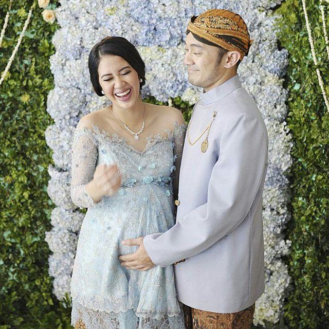 Evening dress untuk ibu mengandung dan