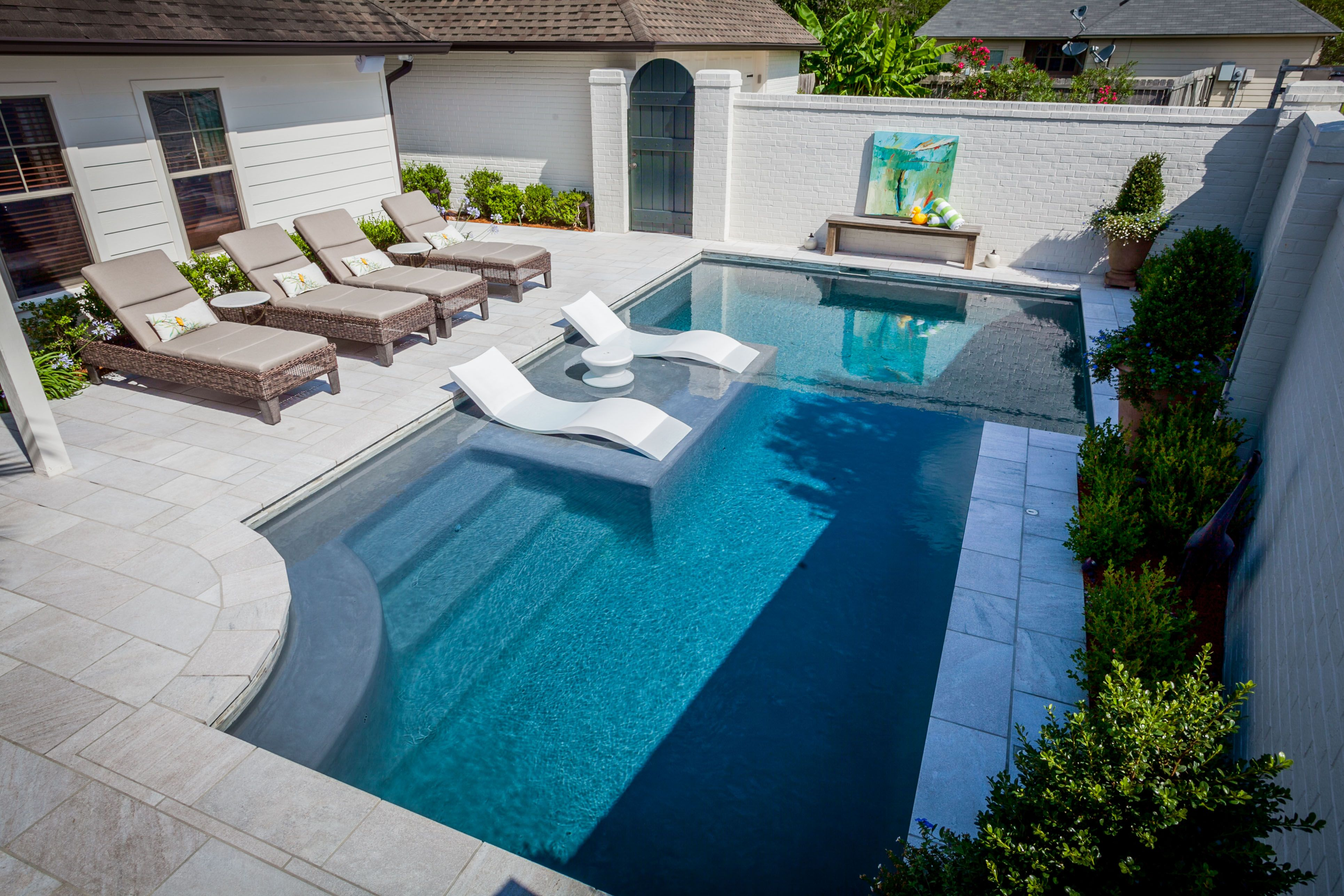 Create the perfect outdoor scene with Ledge Lounger in-pool