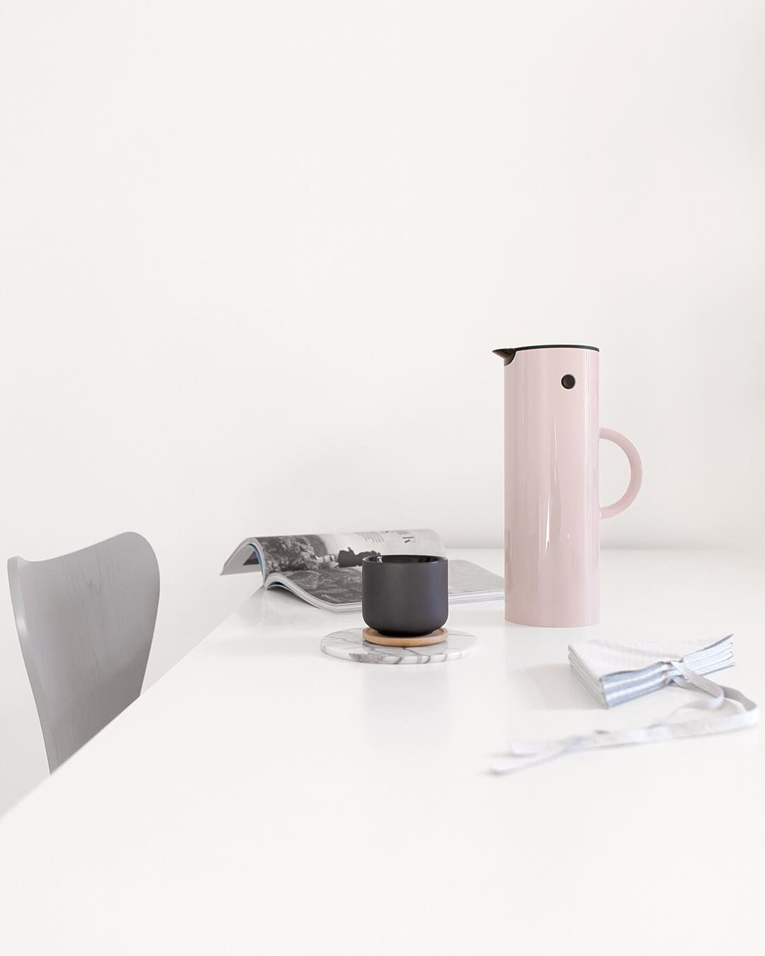 Keeping my Sunday coffee warm with #MyEM77 in lavender from #Stelton