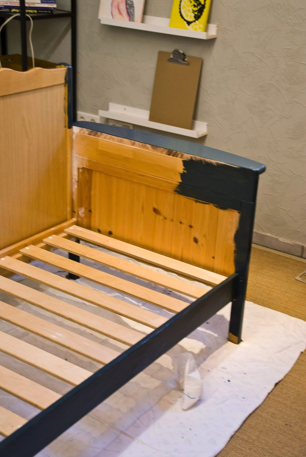 Pudel-design: DIY, new Sofa for my Studio! Made from three old wooden cribs! ;)