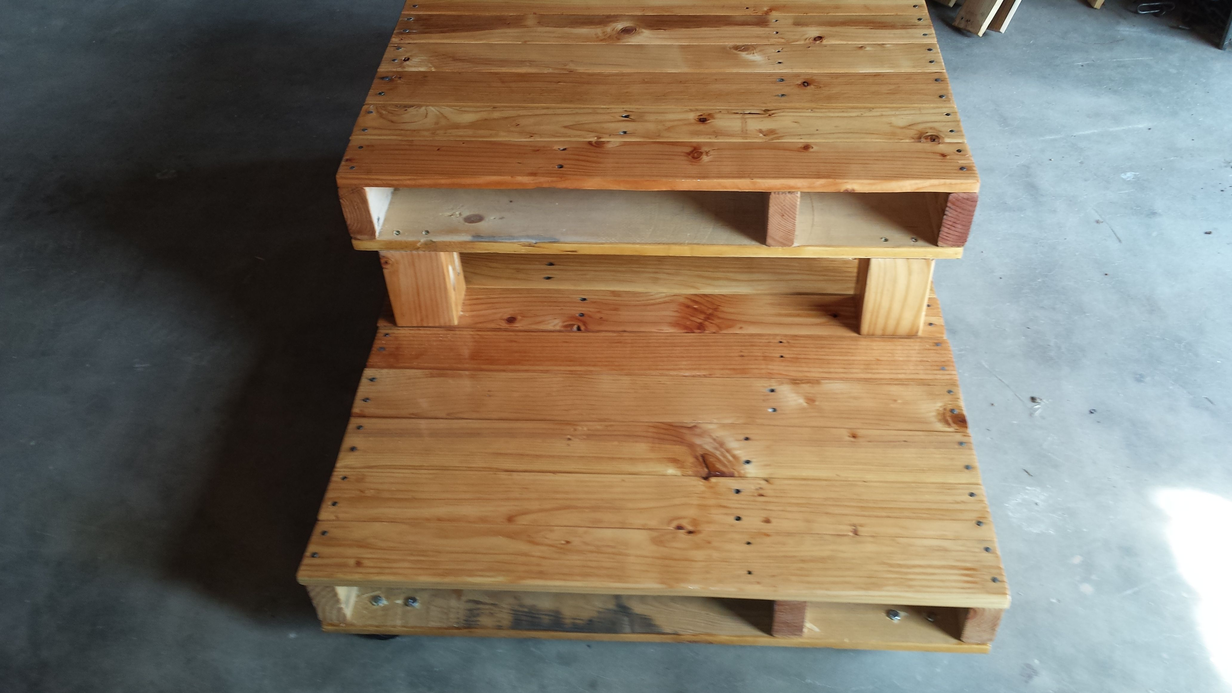 pine pallet coffee table Stuff to Buy Pinterest