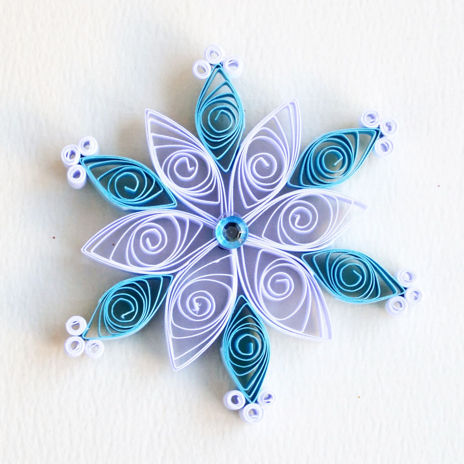 https://flic.kr/p/B6eTXG | 6 point small turquoise and white quilled snowflake with blue diamante