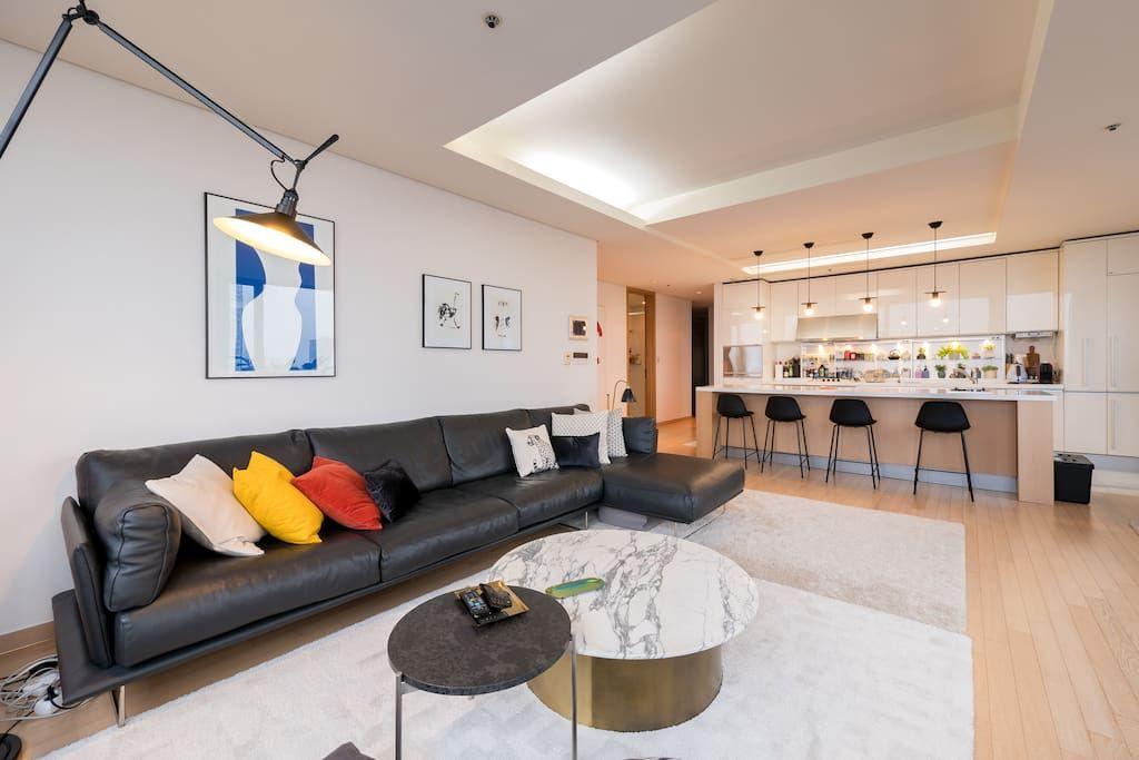 Bright Modern River View Coex Gangnam Apartments For Rent In Gangnam Gu Seoul South Korea Living Room Decor Apartment Dream House Rooms Home