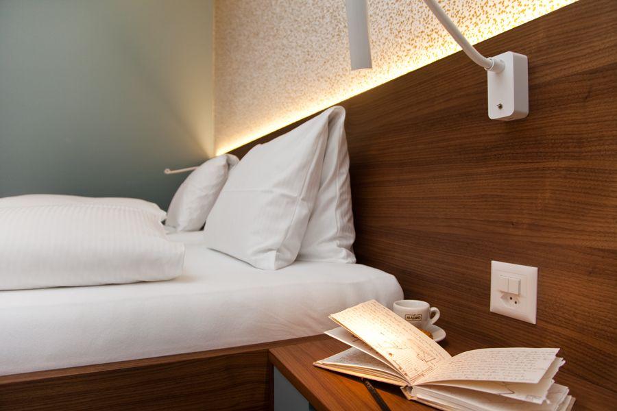 0006_Foto3 - Gästezimmer - Hotel Engel: Wädenswil - Raum-, Farb- und Lichtkonzept, Individualanfertigungen - d sein werke