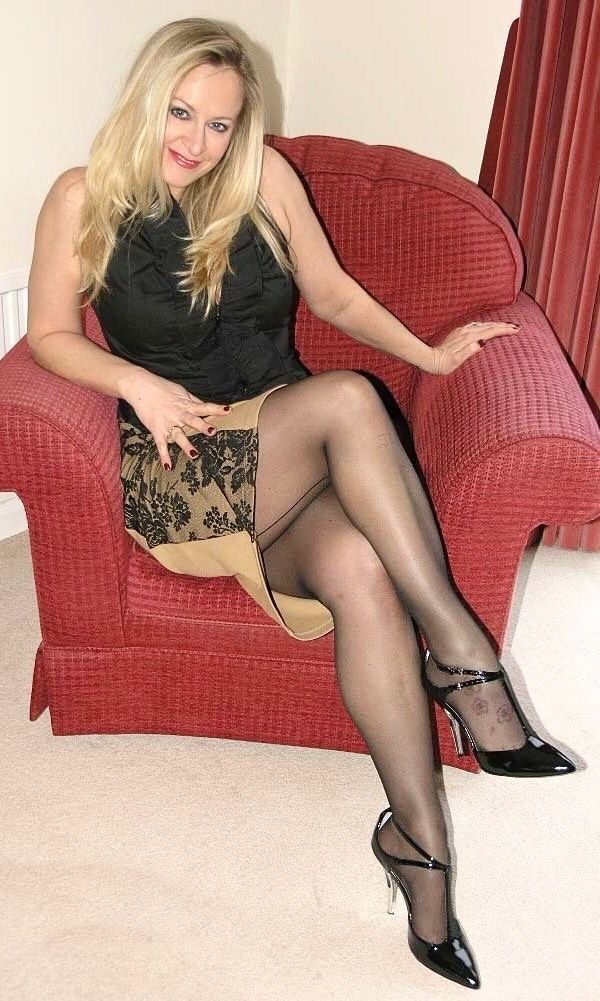 gulbis-hot-glamour-nylon-wives-women-big-boobs