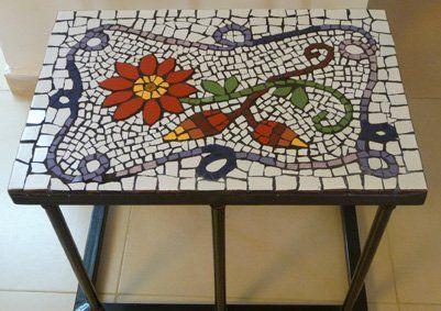 שולחן קטן - נמכר, תיק עבודות פסיפס - פסיפסים, מוזאיקה - אומנות סיגלית עשת. תיקי עבודות אומנים ישראלים - אומנות ישראלית