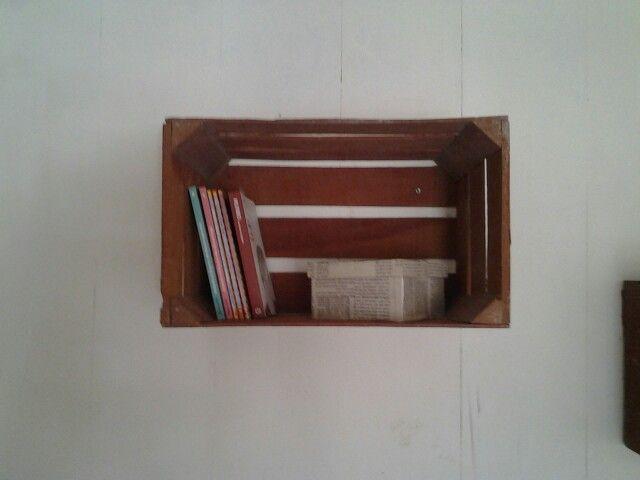 I think is an amazing idea♥ I love my room. Wood box into a shelf  Repisa de madera / guacal librero :3