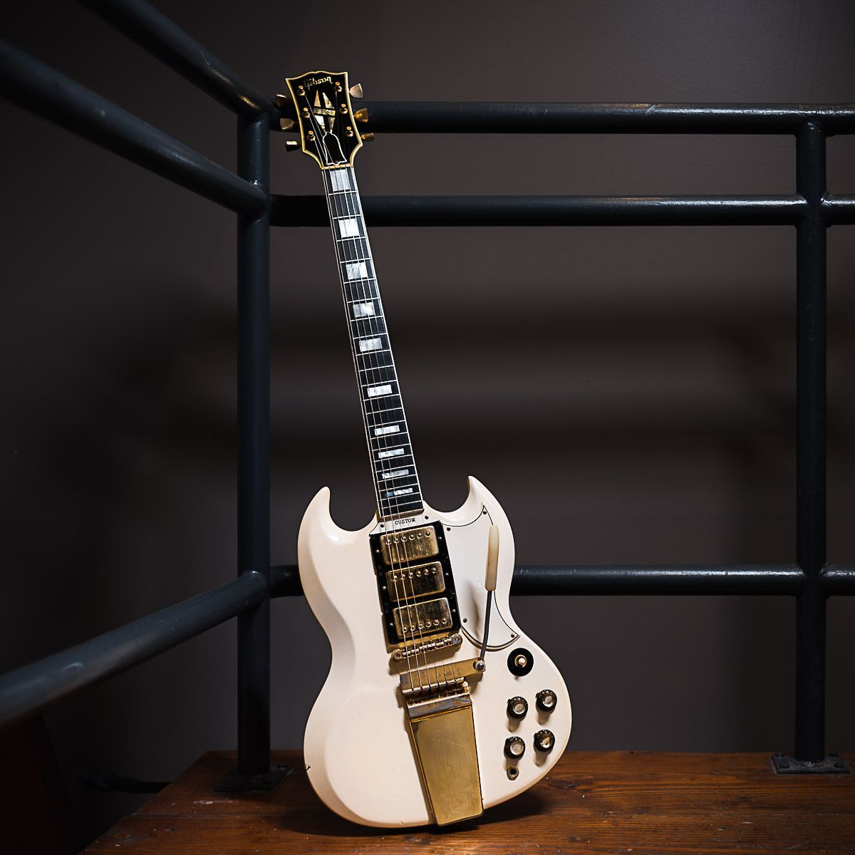 A Closer Looks At The Insanely Rad 65 Polaris White Gibsonguitar Sg Custom We Just Got In This Is Seriously One Of The Vintage Bass Guitars Guitar Sg Guitar