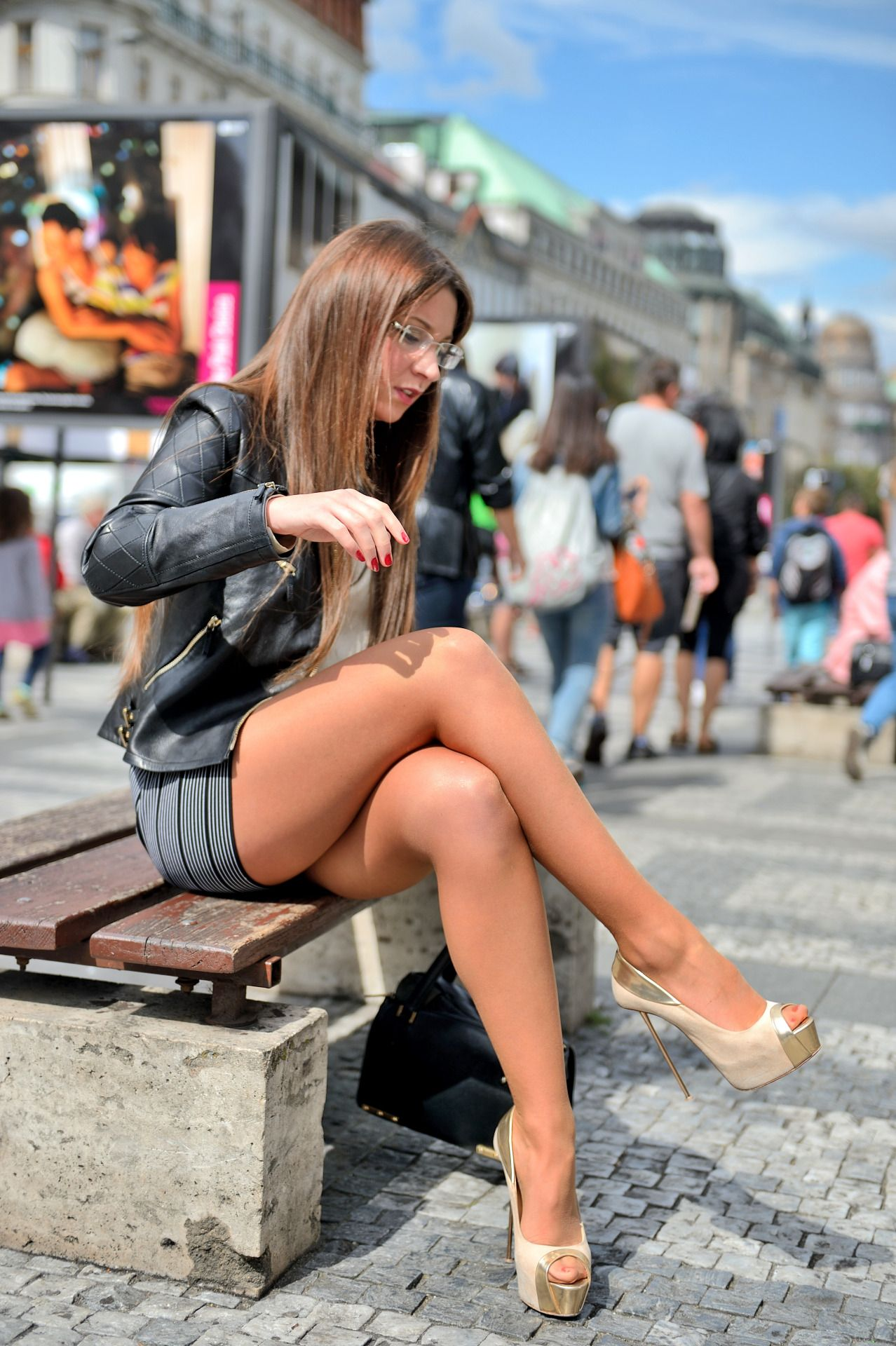 mini & high-heels street snap — wow!! nice! picture and cute
