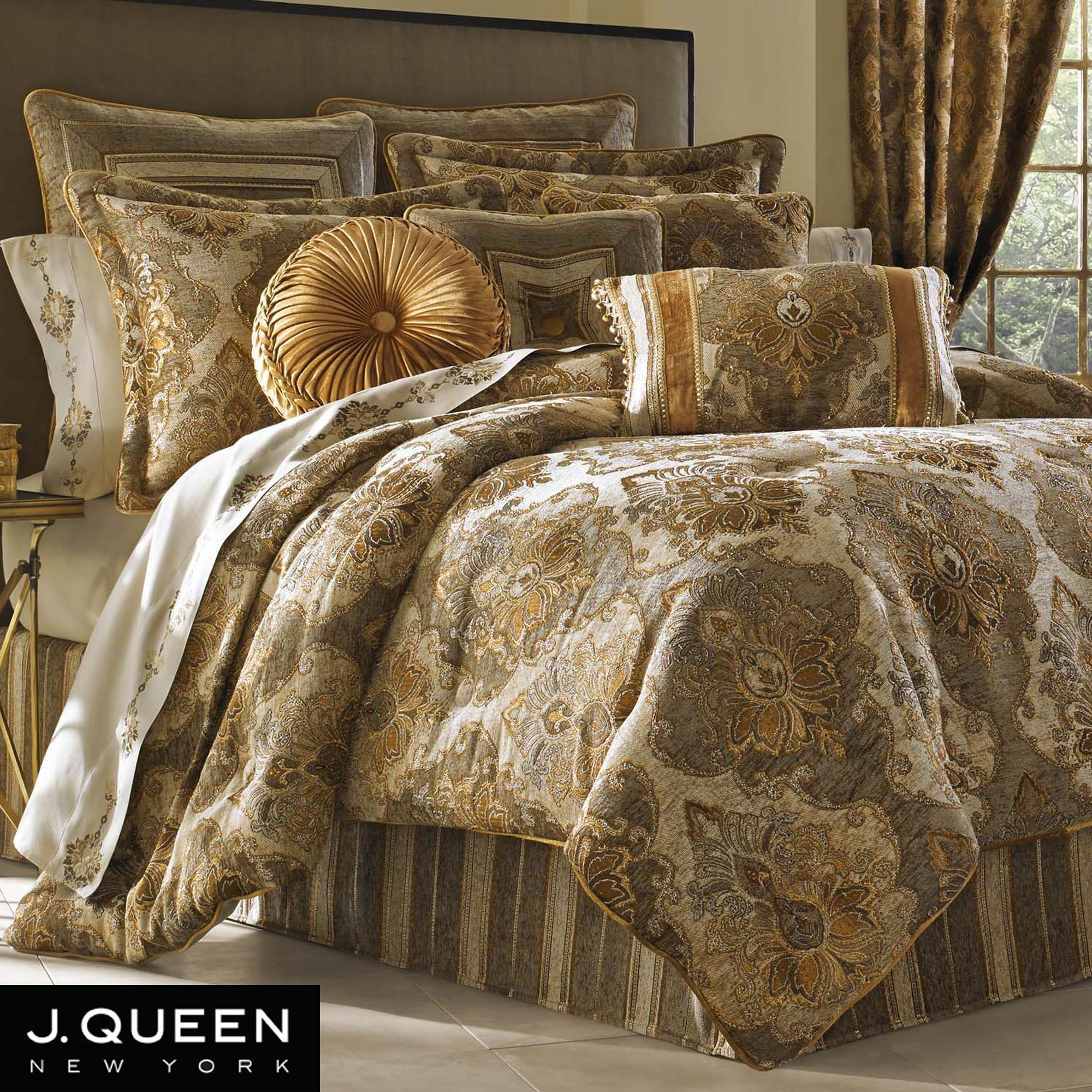Black and gold queen comforter set - 17 Best Images About Bedroom On Pinterest Huge Master Bedroom Bedding Collections And Luxury Bedding