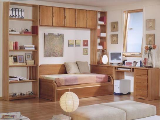 Habitaci n individual con muebles y estantes de madera for Estantes dormitorio matrimonio
