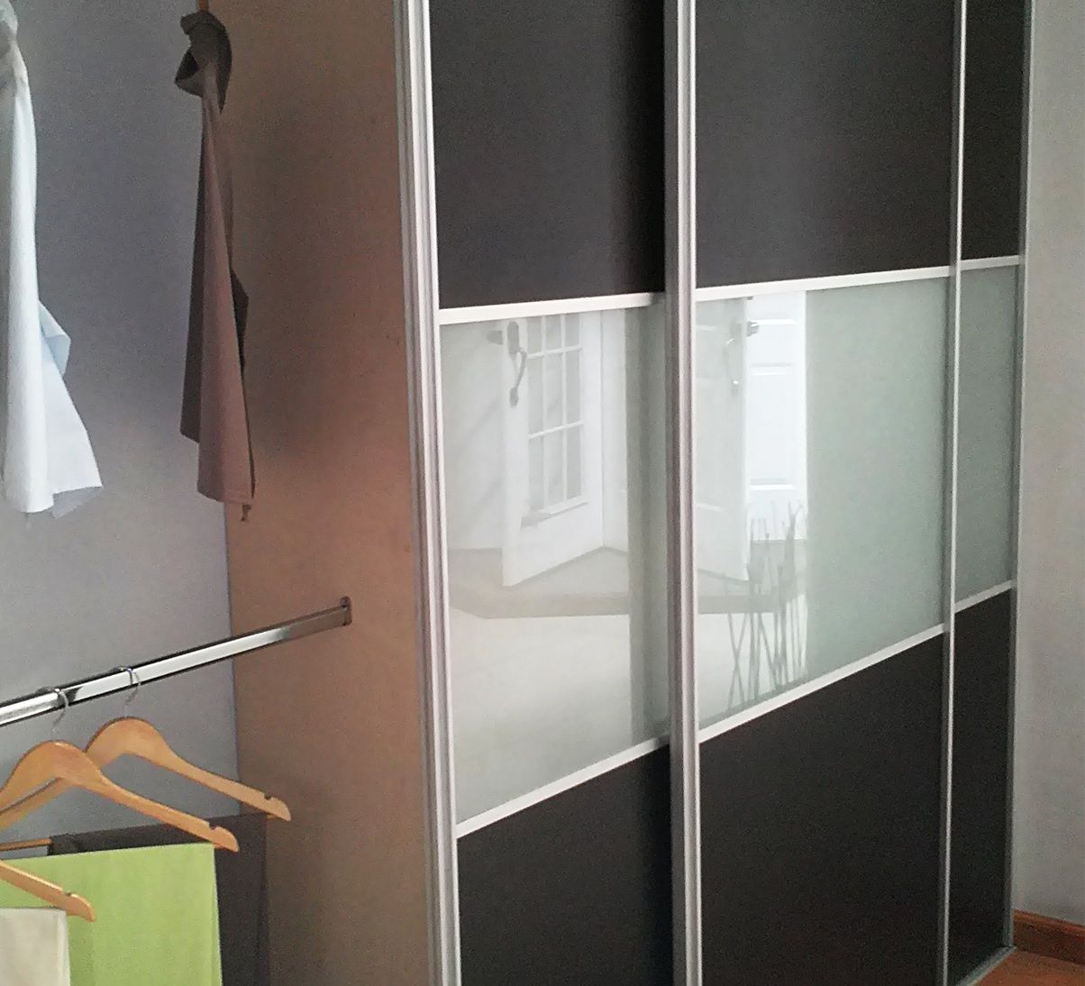 Perfil siena sistema de perfiles de aluminio para puertas for Puertas de aluminio para dormitorio