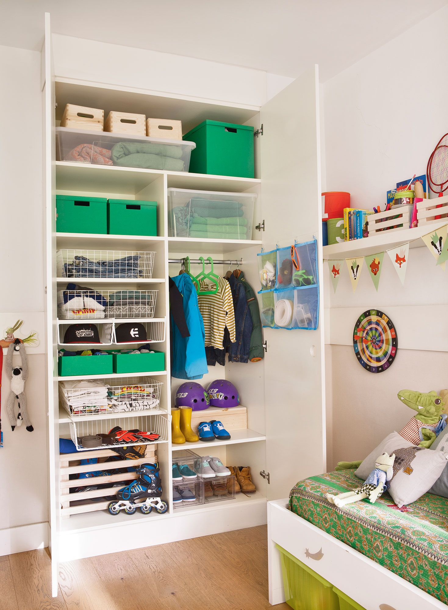 Un sitio para cada cosa en 2019 dormitorio ni os for Armarios juveniles ikea