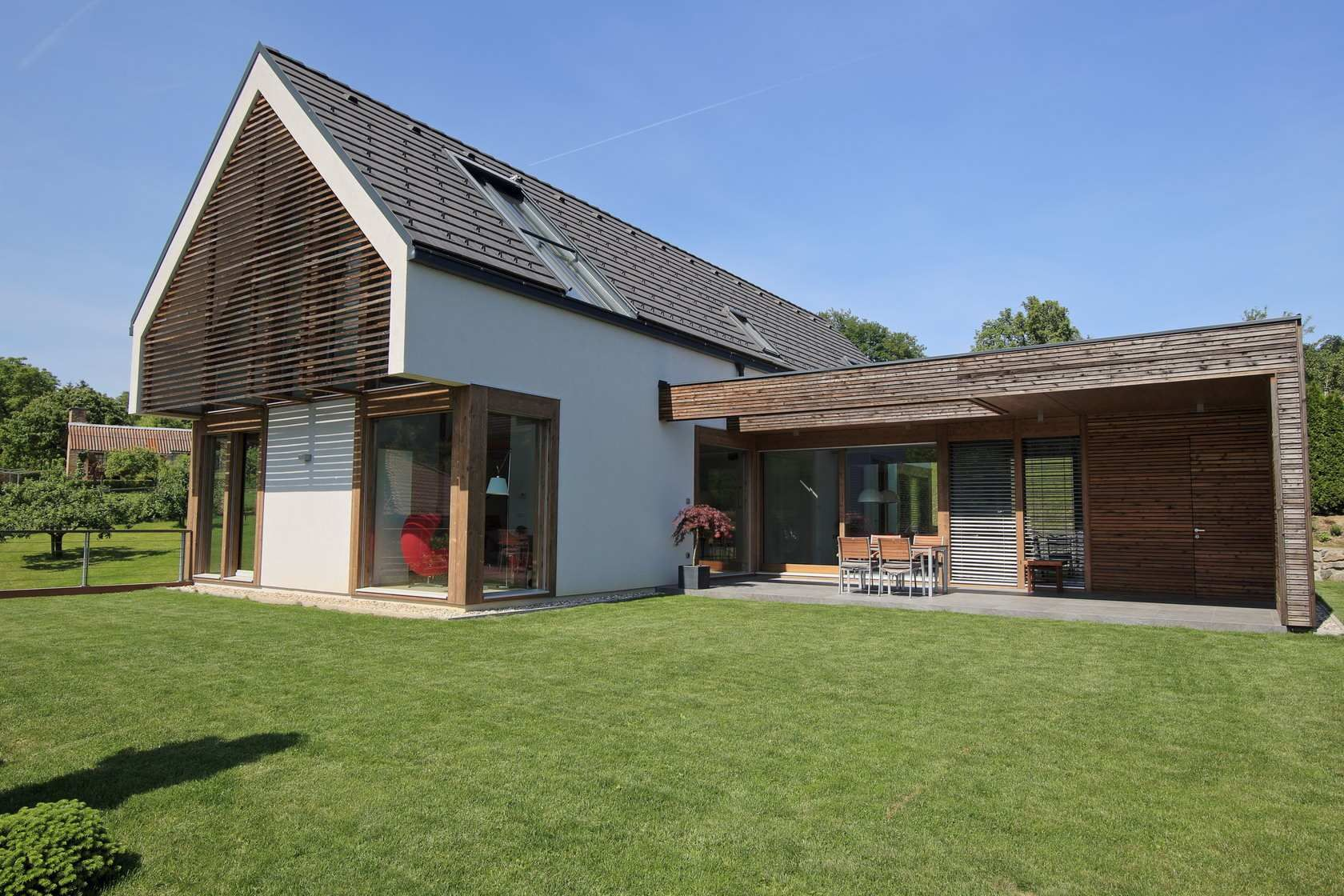 A Combination Of A Flat And Gable Roof Modern Glass Houses Kager Modern Glass House Roof Styles Gable Roof Design