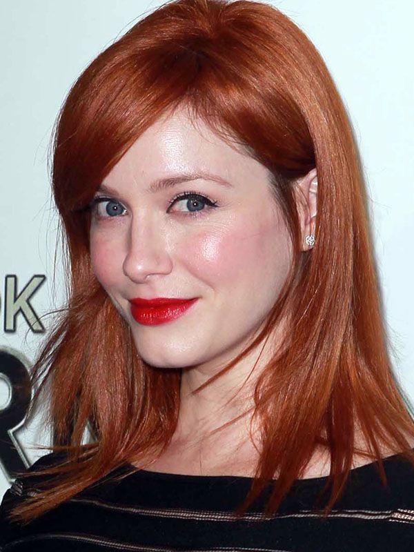 25 Festive Makeup Ideas Christina Hendricks Http Beautyeditor Ca Gallery 25 Festive Makeup Ideas Featuring You Guessed It Red Li Hair Shades Hair Hair Hacks