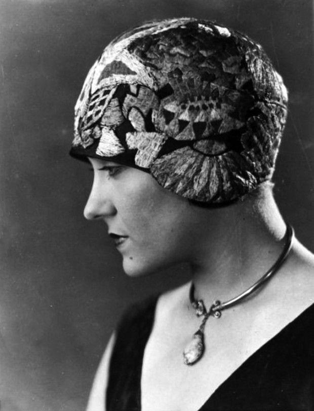 10 mulheres com chapéus na década de 1920 461b345e8fd