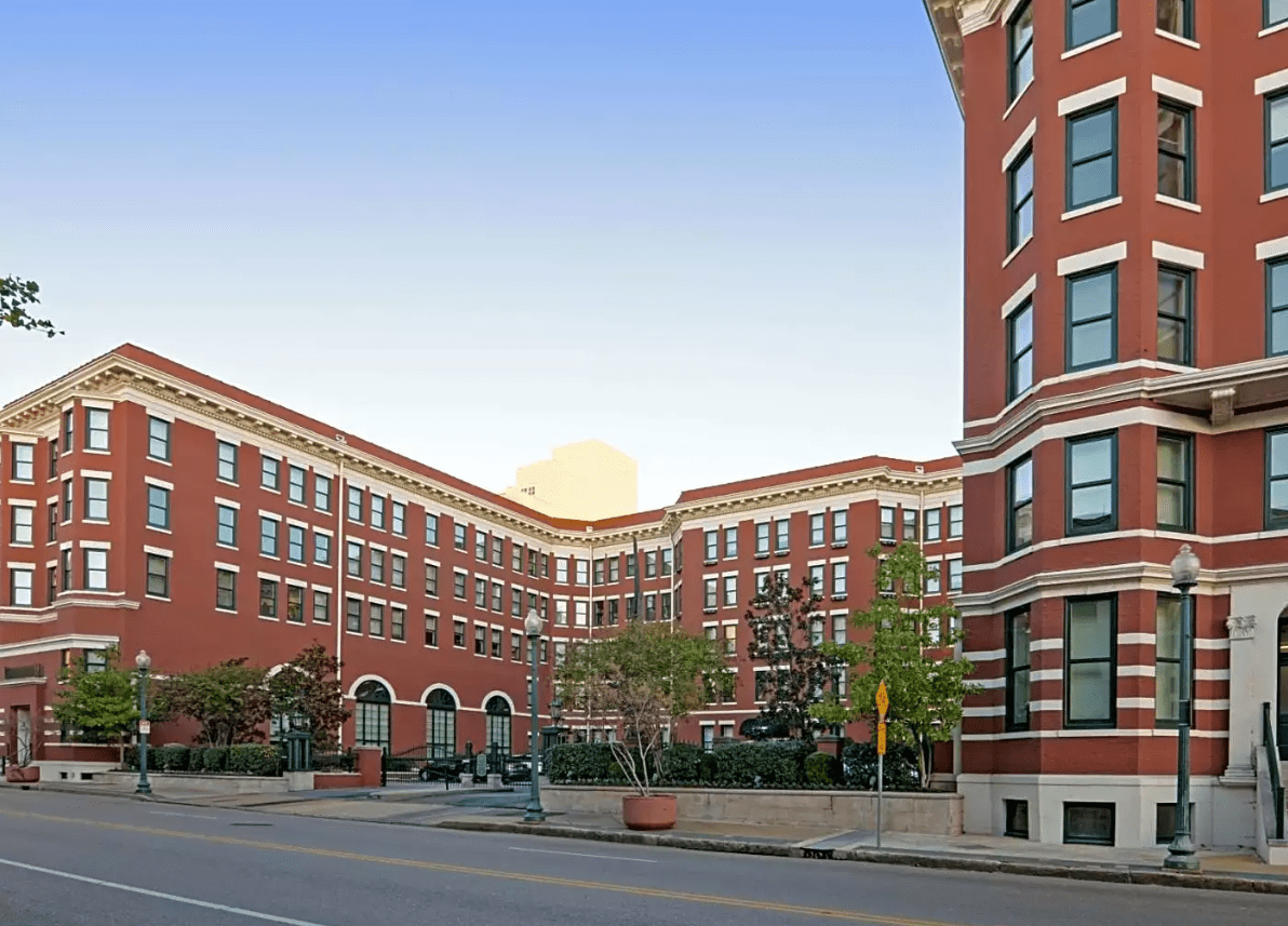 The Best Apartments In Memphis Near Nightlife Rent Blog Cool Apartments Night Life Downtown Memphis