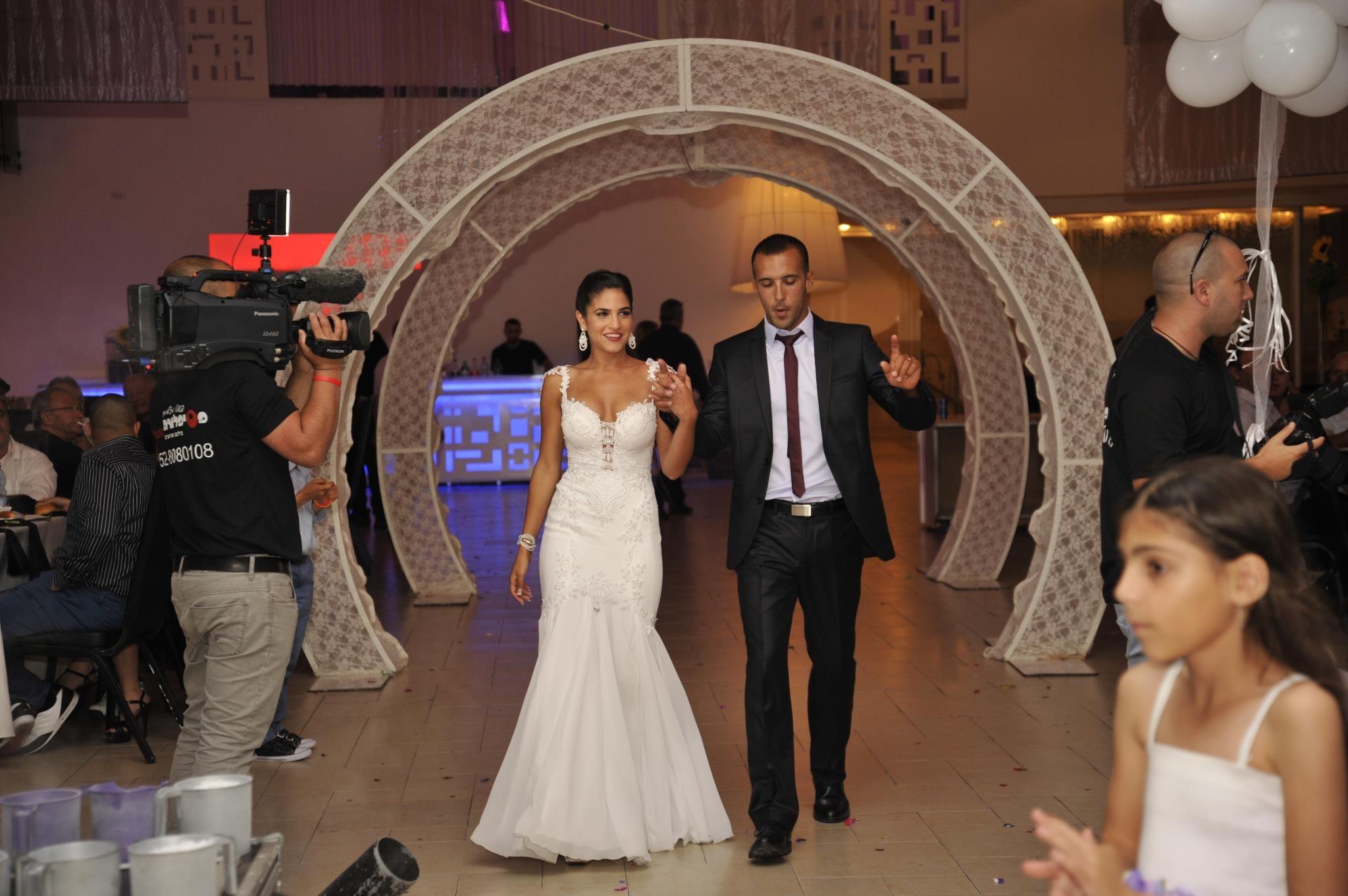Ronald joyce lace wedding dress september 2018 עמנואל  רעיונות לשמלה  Pinterest