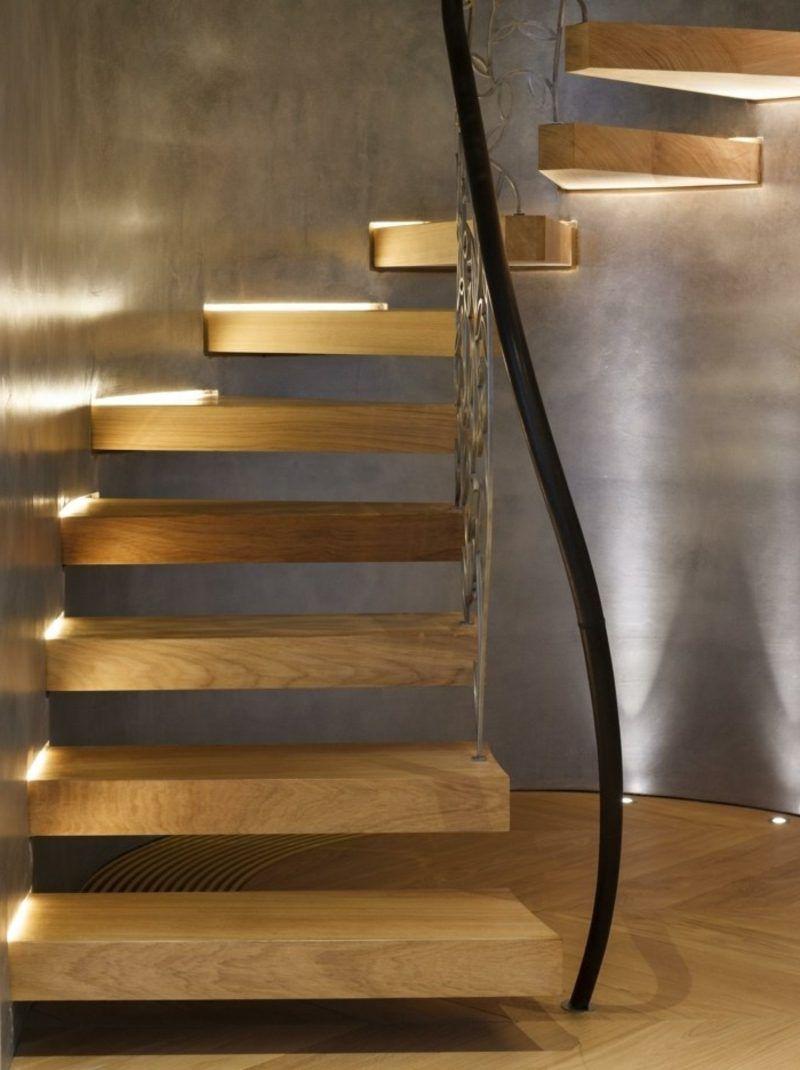 Freihängende Treppe Mit Origineller Beleuchtung
