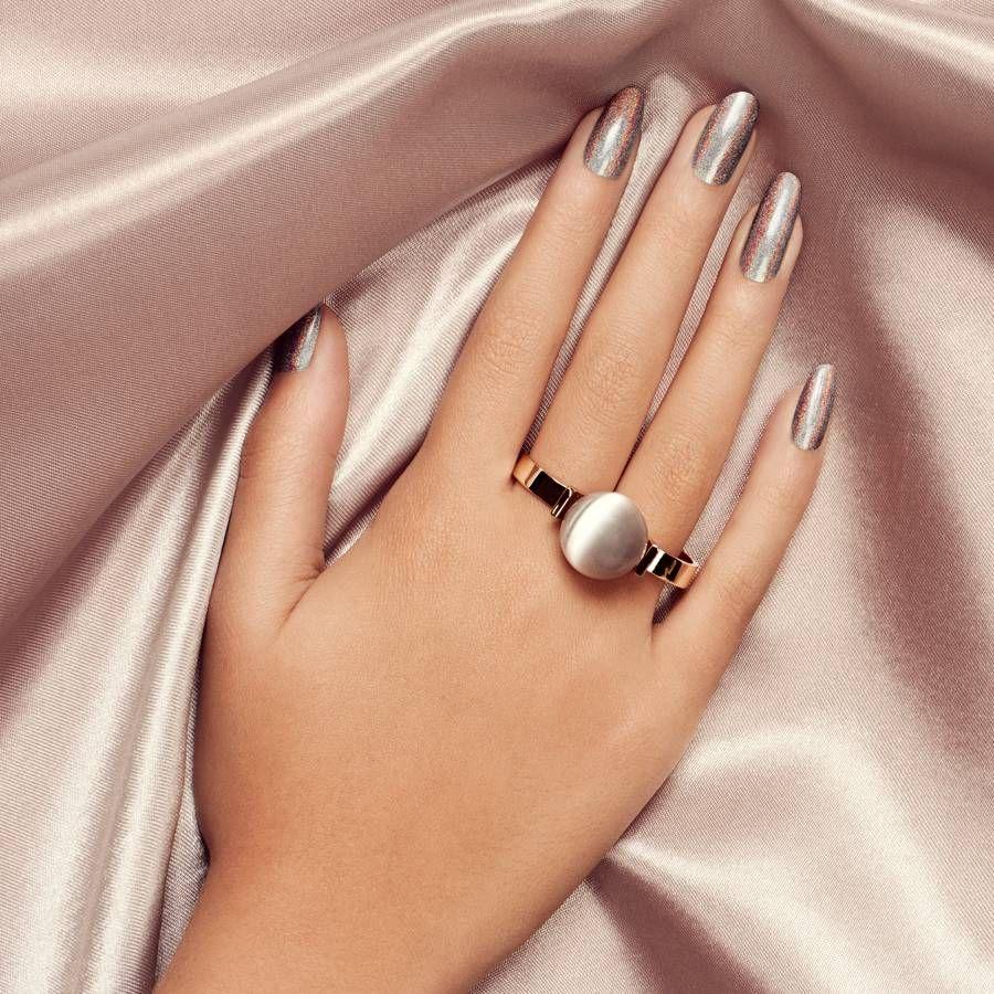 картинки красивая женская рука с кольцом любом случае