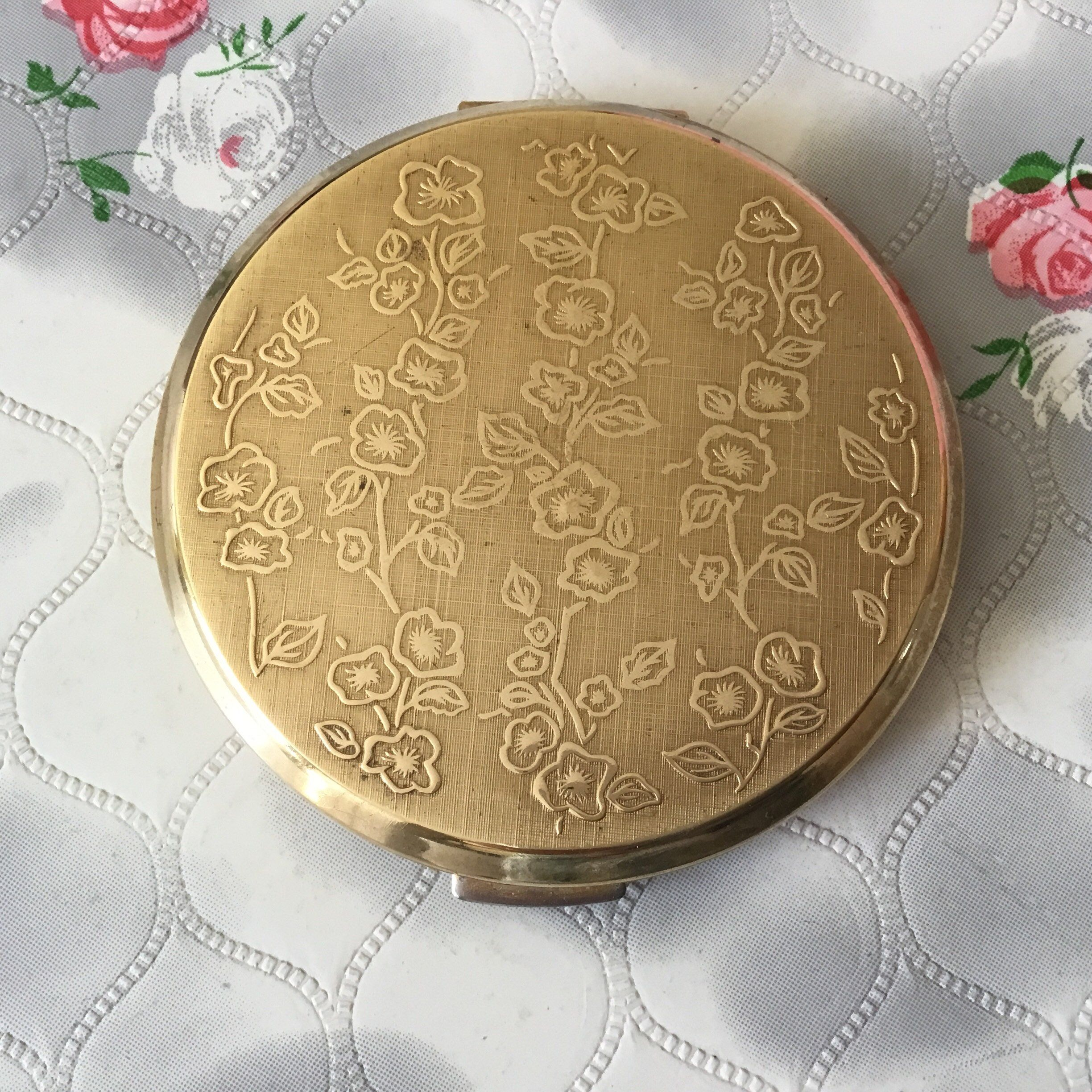 Vintage Compact Collectibles Powder Compact Vintage Stratton Makeup Compact Case with Mirror Roses and Star Pattern Made in England USED