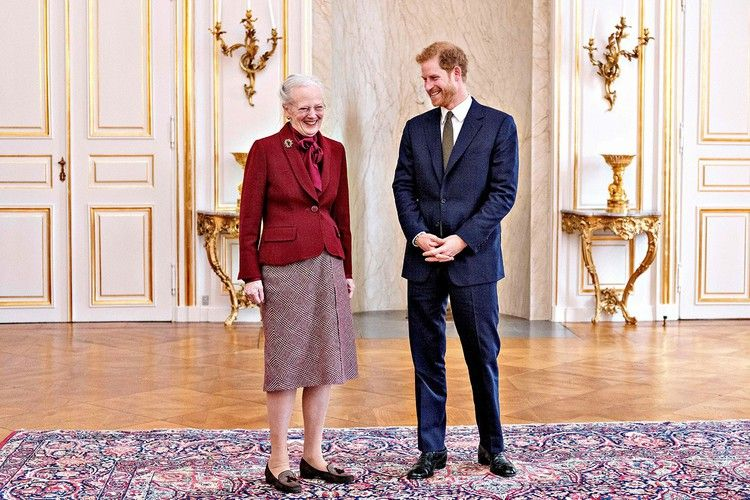 Prince Harry Thoroughly Charmed The Queen Of Denmark Vanity Fair Prins Harry Wales Prins