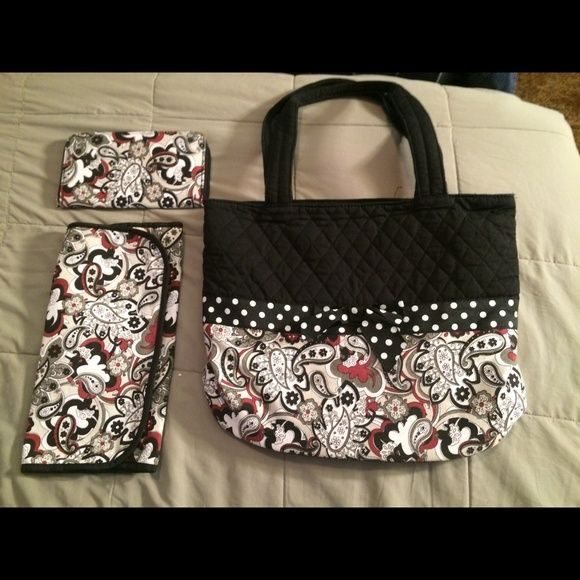 Donna Sharp Diaper Bag w/wallet & changing pad Brand new never carried Bags Baby Bags