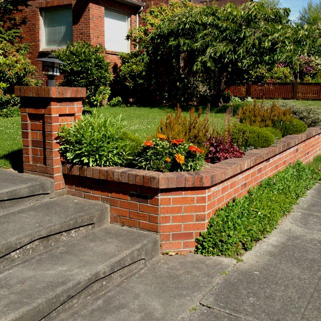 Retaining Wall For A Brick House Outdoor Gardens Design Brick