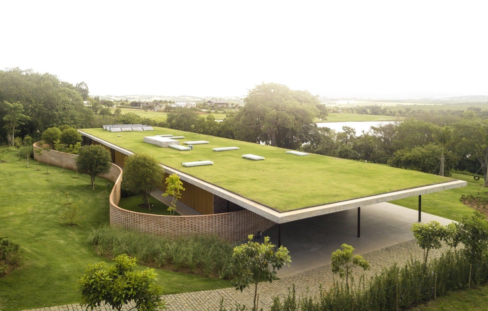 Best Photo 15 Of 16 In An Expansive Grass Roof Tops This Modern 400 x 300