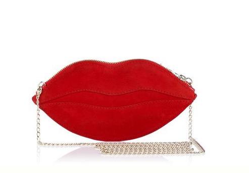 Sacs, pochettes et minaudières : notre sélection pour les fêtes 2014 - sac en suède rouge - 360 euros - Charlotte OLYMPIA
