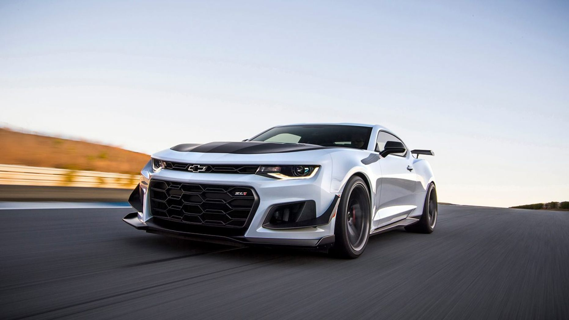 Chevy Is Giving The People What They Want A Camaro Zl1 1le With An Automatic With Images Chevrolet Camaro Zl1 Chevy Camaro Zl1 Camaro Zl1