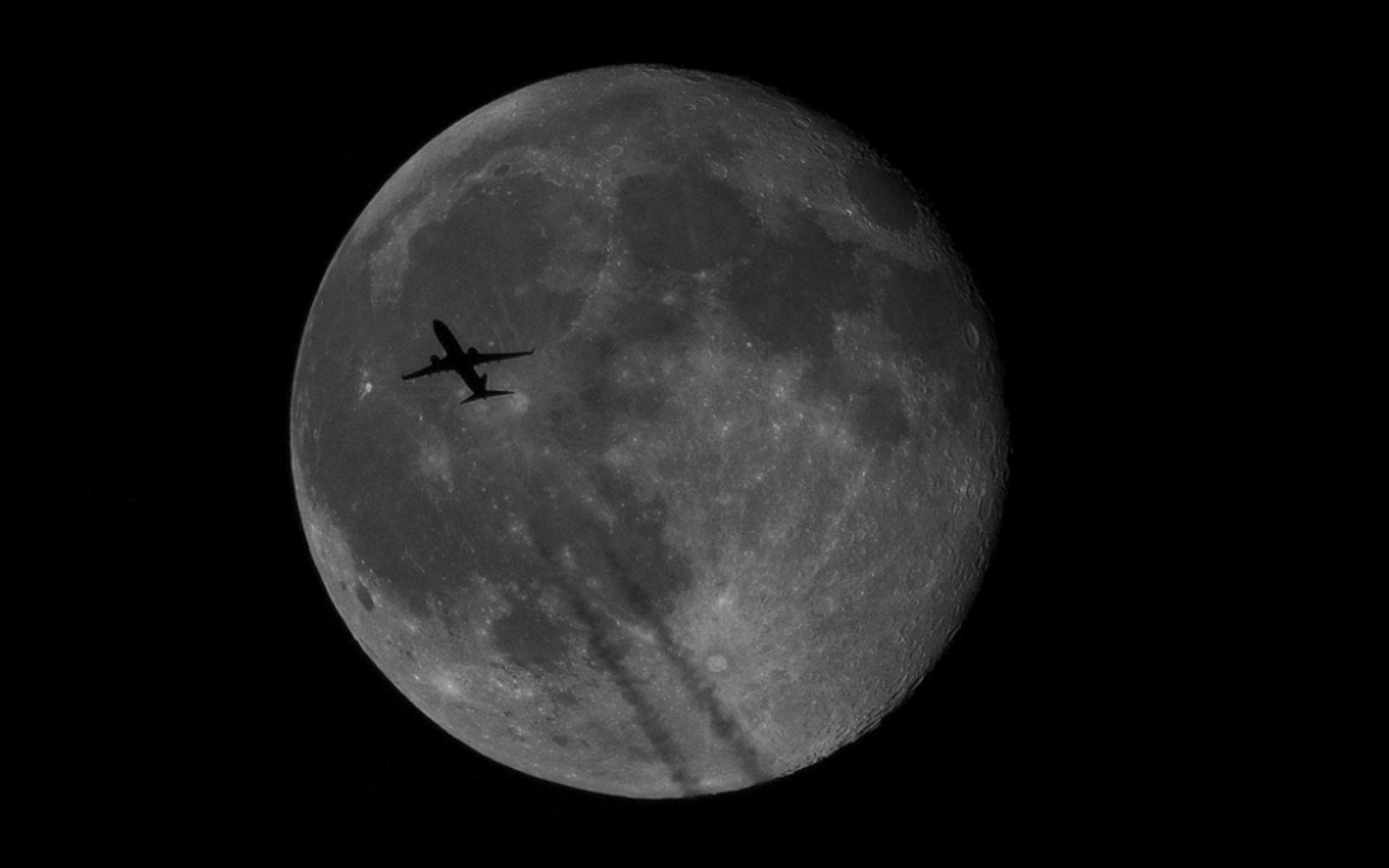 airplane-moon-silhouette-1900.jpg 1.680×1.050 pixels