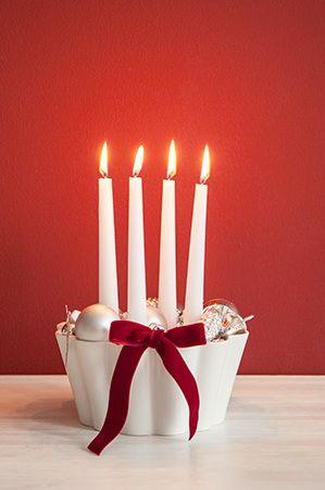 Vorfreude ist die schönste Freude und genau diese verbreitet ein strahlender Adventskranz in der Mitte des Tisches. Wir warten mit ihm auf Heilig Abend und rücken dem Fest der Lichter mit jeder neuen Kerze, die brennt, wieder ein Stückchen näher. Bei WestwingNow findest Du alles was Du für Deinen Adventskranz benötigst! // Weihnachten Christmas Deko Advent Adventskranz Ideen DIY Selbermachen Geschenk Winter #Weihnachten #Christmas #Advent #Adventskranz #Ideen #Geschenk #DIY #Selbermachen