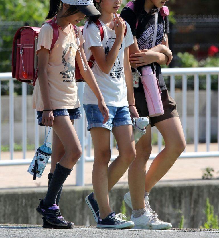 js女子 小学生  生足