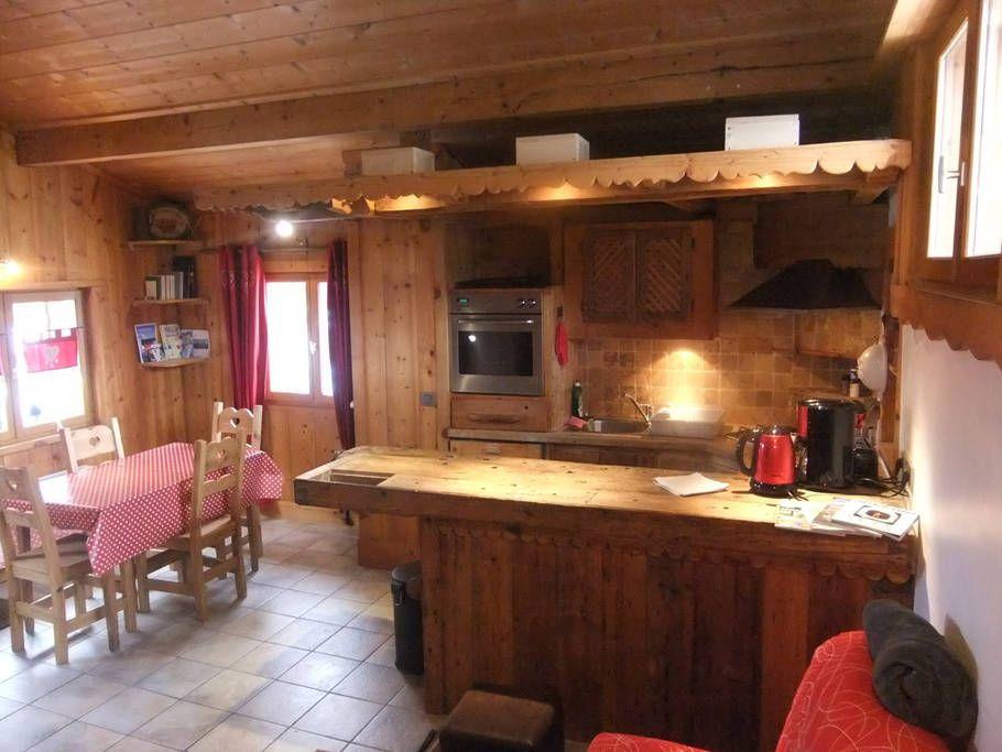 Maison à Passy, France. Chalet de 50 m2, chaleureux intérieur bois ...